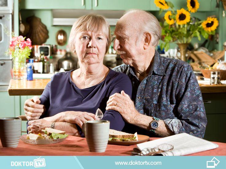 Yemek için sakin bir ortam oluşturulmalıdır. Yemek sınırlı sayıda çeşit ve küçük porsiyonlar halinde sunulmalıdır. Pipetler ve kapaklı fincanlar içimi kolaylaştıracaktır.