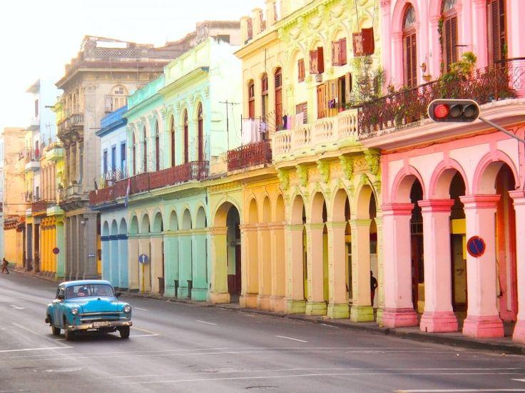 ¡Hagan la maleta y escápense al Caribe! La luna de miel es el pretexto perfecto para visitar Cuba y vivir una experiencia única, romántica, relajada y rica en cultura y tradición. Mojitos, una ropa vieja, atardeceres y mucha ruuuuumba les esperan.