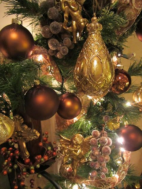 Shades of gold and berries too make an elegant christmas - Balsam hill weihnachtsbaum ...