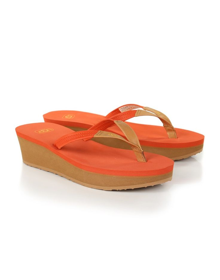 Ugg are renowned for their Winter warming style, but its time they became known for their summer staples too. These Ugg Women's Ruby Platform Flip Flops in Fire Opal are a great staple for any budding holiday enthusist, and prove that australian founded Ugg know a thing or two about sunny day fashion.