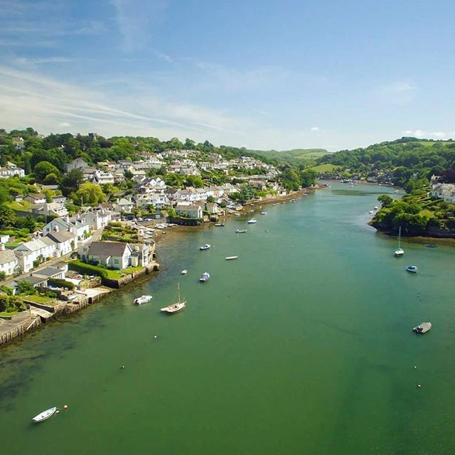 We took a trip to beautiful Newton Ferrers this week. Perched on the banks of the River Yealm, it's no surprise that this peaceful slice of Devonshire paradise is a firm favourite with our guests.  .  .  .  .  .  #newtonferrers #nossmayo #yealm #boats #kayak #beautifuldestinations #beautifulplace #dronestagram #dji #dronephotography #swisbest #naturelovers #exploreeverything #doyoutravel #southdevon #landscape_lovers #holiday #toadhallcottages