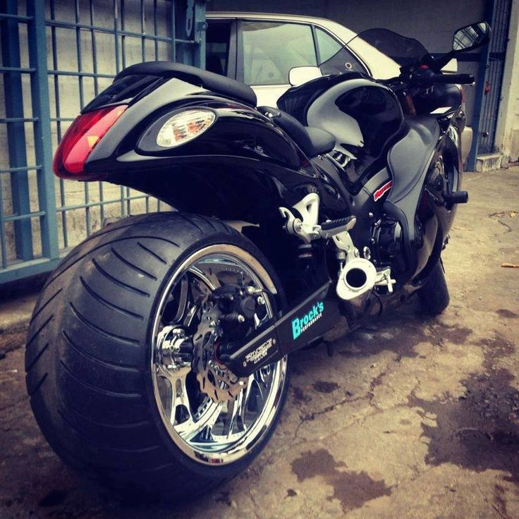 This is a sexy wide rear Hayabusa.