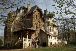 abandoned house! Must read description. It says a lot about life in general!
