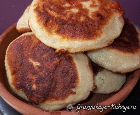 Чвиштари — рецепт кукурузных лепешек с сыром, популярных всеверо-западной части Грузии, в Сванетии. Существует несколько рецептов приготовления чвиштари, в данной публикации я вам расскажу о самом по…