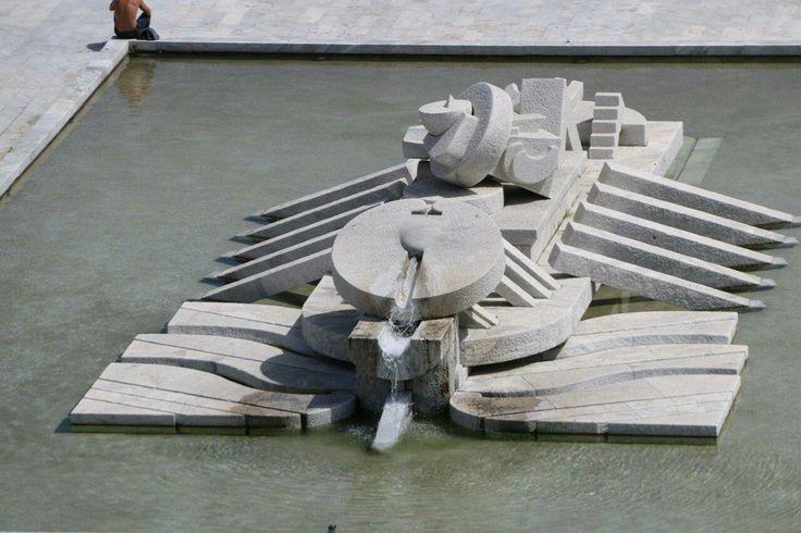 Pescara- Fontana nave di Cascella