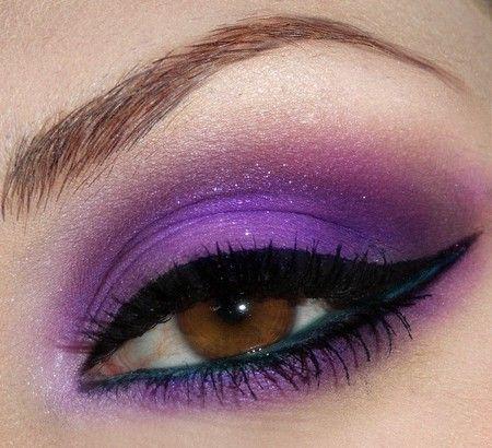 Mooie paarse oog make-up