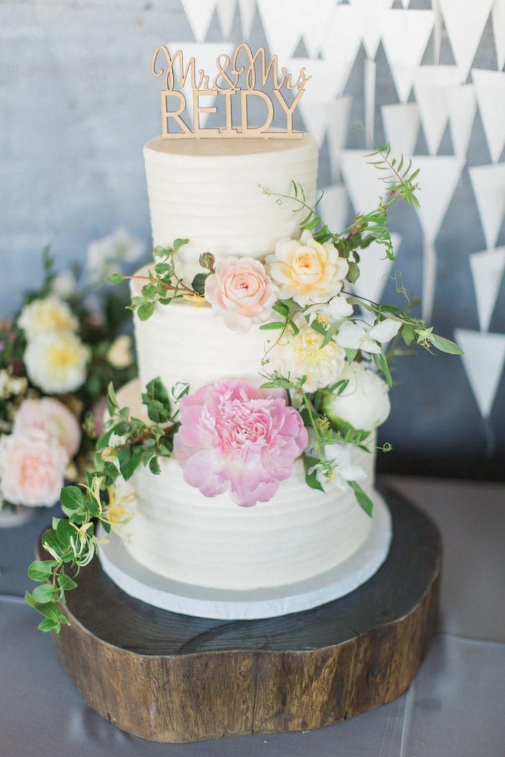 春気分満開♡ たっぷりのお花で飾るウェディングケーキおすすめデザイン10 | ブライダルギャラリー