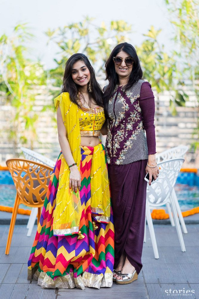 Right from the bride to her aunty to her sister and her maasi, no one skips our inquisitive eyes. And as usual, when we were scouting pictures for Tanisha's wedding that was featured here last week, we discovered a new style icon hidden in them. Tanisha's sister, Tasheen Rahimtoola, the da