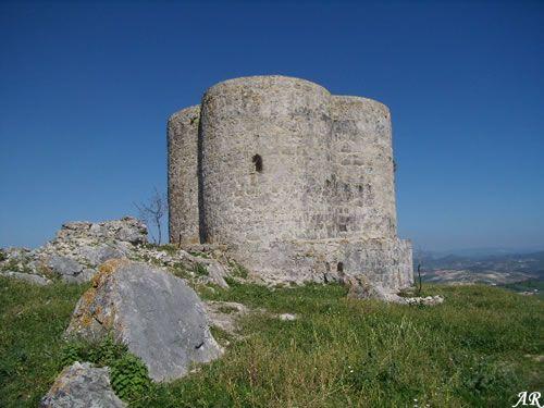 CASTILLO DE COTE El castillo de Cote se alza a 526 metros de altura sobre el nivel del mar en el extremo sureste de la sierra de Montellano, en el término municipal de Montellano, provincia de Sevilla.    http://www.guiamontellano.es/index.php?option=com_gmapfp&view=gmapfp&Itemid=189