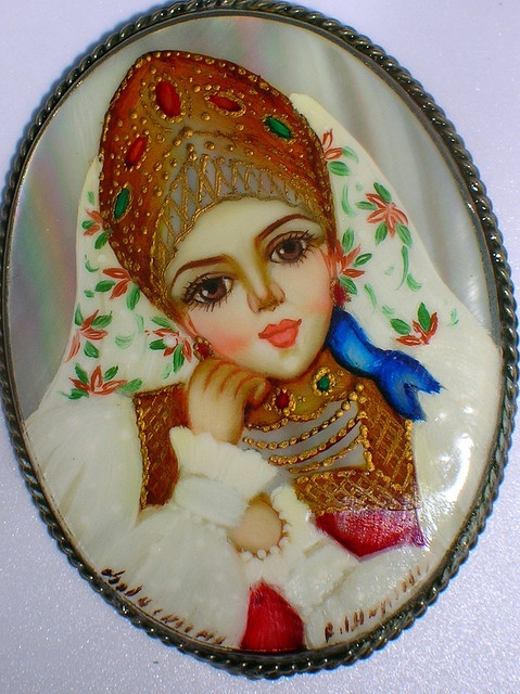 Fedoskino-style lacquer miniature from Russia. Brooch with a Russian beauty wearing a kokoshnik.