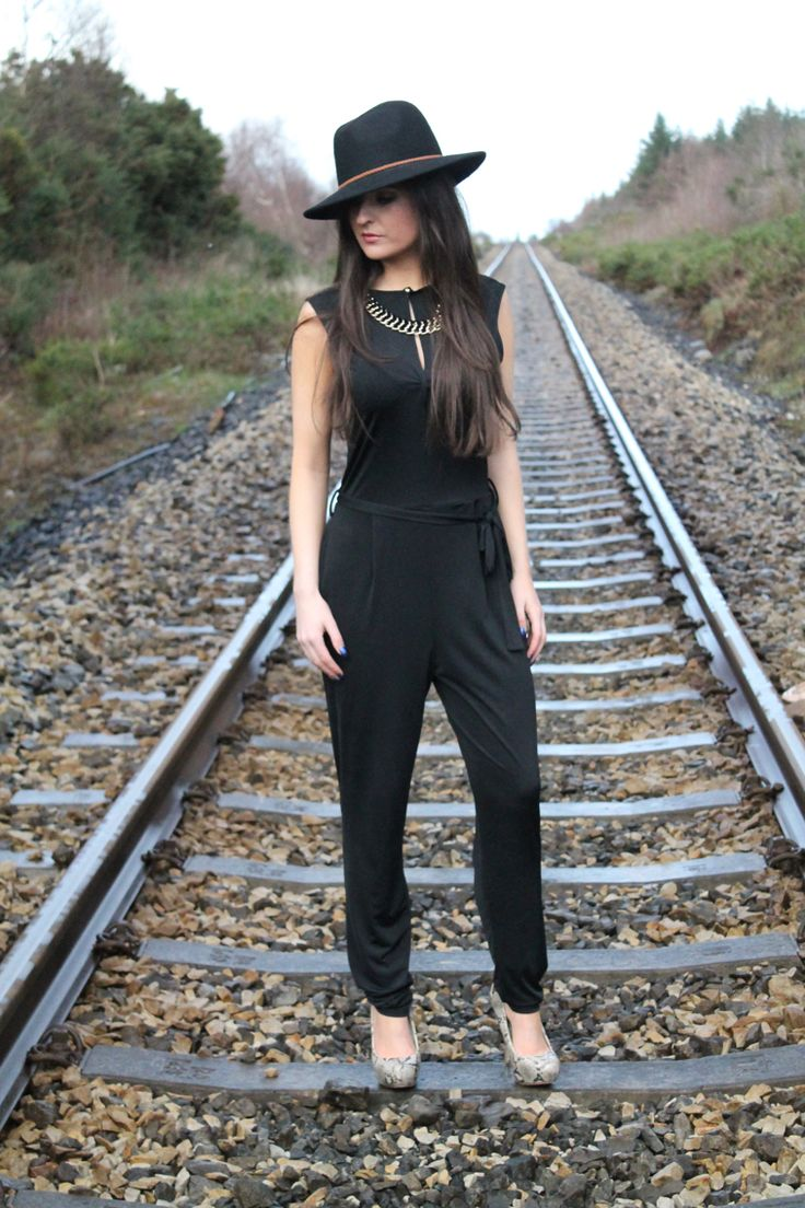 The versatile black jumpsuit, in love with them. Can be dressed up or down! Wardrobe must have! So comfortable too ✨