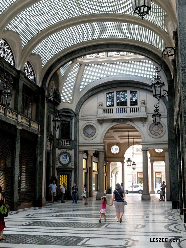 Nombreux passages couverts entre les rues de Turin