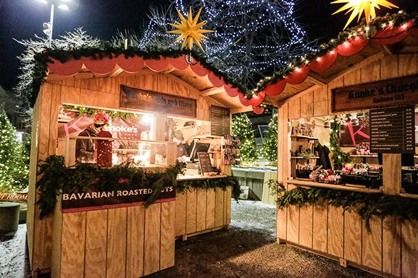 Christmas Market at the Holidazzle Village in Minneapolis, MN, See how the Herrnhut Stars brightened the market. #mybrilliantstar #herrnhutstar #moravianstar #christmas #decoration #minneapolisholidaymarket