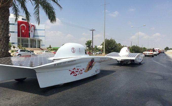 Yakın Doğu Üniversitesi müthiş bir buluşa imza attı.AR-GE ekiplerinin 750 saatlik çalışmaları güneş enerjisi ile çalışan RA 27 aracı