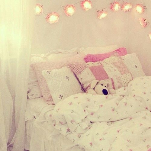 Idk. I want a girly / tumblr room .