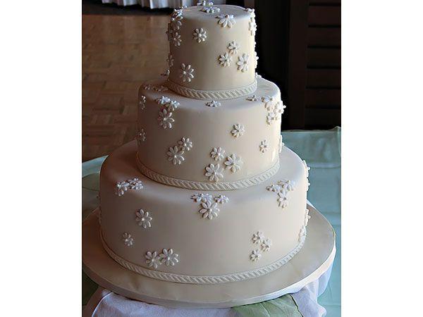 Pastel de boda moderno en fondant sencillo