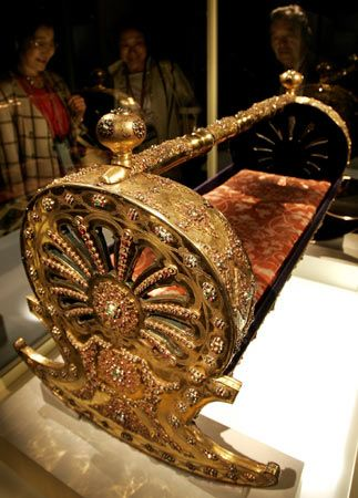 18th century Gold-Plated Walnut Cradle, (Topkapi Palace Museum)