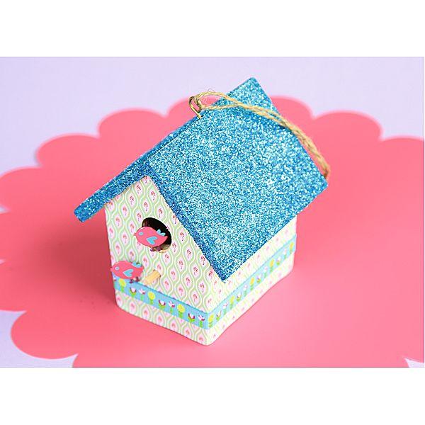 Domek dla ptaków DIY  http://www.mojebambino.pl/edukacja-artystyczna/10430-domki-dla-ptaszkow.html