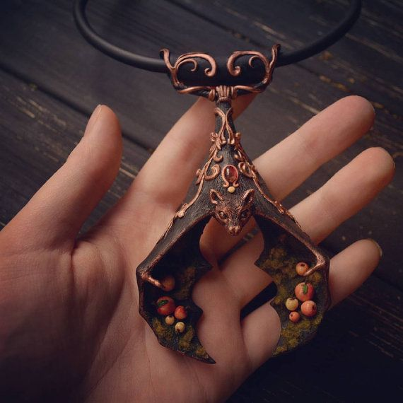Totem-Halskette Flughund man eine Art Talisman von WarmRainArt Bat necklace- polymer clay & tiny cabochon