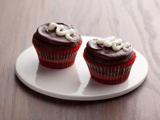 Double-Chocolate Cupcakes #RecipeOfTheDay: Desserts Recipes, Ice Recipes, Chocolates Ice, Ellie Krieger, Devil Food, Chocolates Cupcakes, Chocolate Icing, Cupcakes Rosa-Choqu, Food Cupcakes