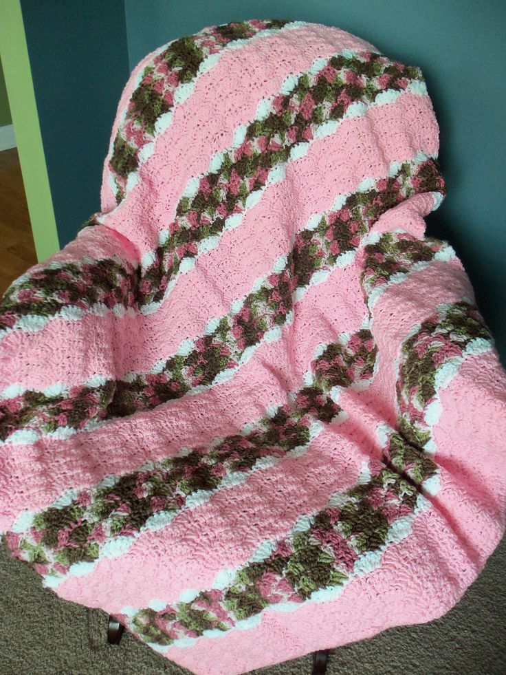 Pink Camo Shell Pattern Throw Lapghan Toddler Afghan
