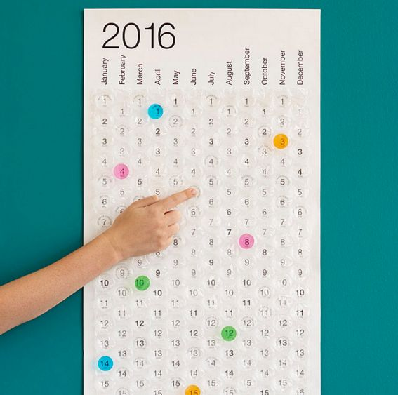 Ein Kalender aus Luftpolsterfolie. | 23 Geschenke, die Du Dir dieses Jahr zu Weihnachten wünschen musst