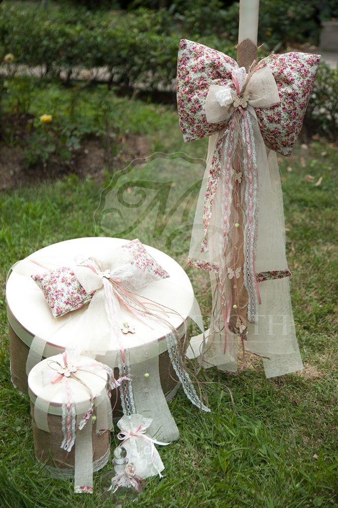 Σετ βάπτισης λαμπάδα, καπελιέρα με floral ύφασμα και πεταλούδες.
