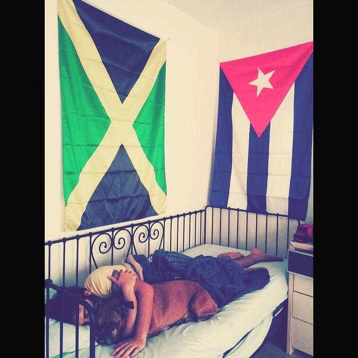 Günaydın elleri bağlanmış ülkemin geleceğe dair karamsar böyle giderse nereye yerleşirim diye düşünen insanları. #jamaica #cuba #hayalperest #birkapsubirkapmama by loddoss