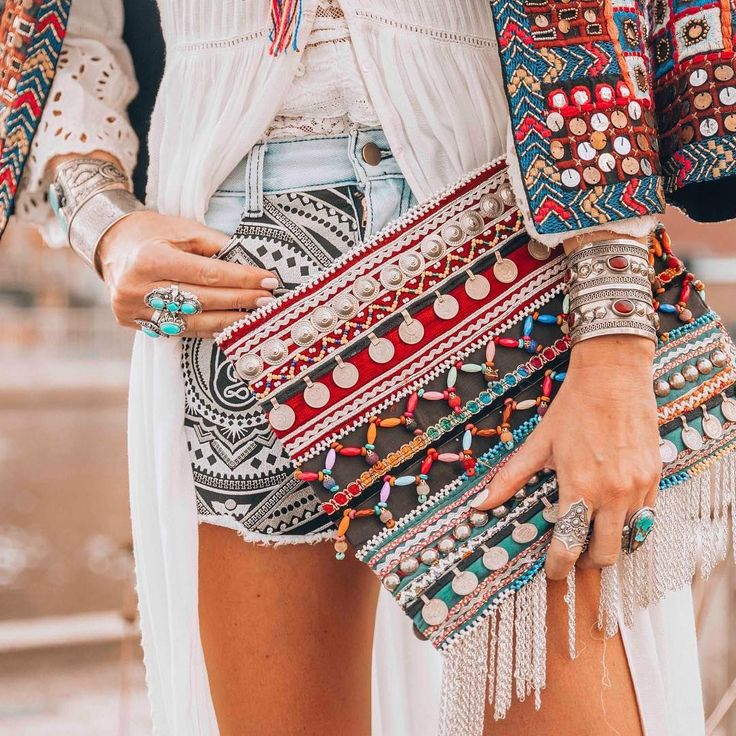 25 Super Cool Boho Fashion Ideas That Will Surely Blow Up Your Minds - http://sorihe.com/test/2018/03/08/25-super-cool-boho-fashion-ideas-that-will-surely-blow-up-your-minds-24/ #Dresses #Blouses&Shirts #Hoodies&Sweatshirts #Sweaters #Jackets&Coats #Accessories #Bottoms #Skirts #Pants&Capris #Leggings #Jeans #Shorts #Rompers #Tops&Tees #T-Shirts #Camis #TankTops #Jumpsuits #Bodysuits #Bags