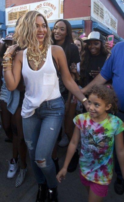 Jourdan Dunn on the set of Beyonce's new video 'XO'