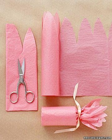 Cajitas con rollo de papel higienico y envueltas en papel seda para chuches o regalitos