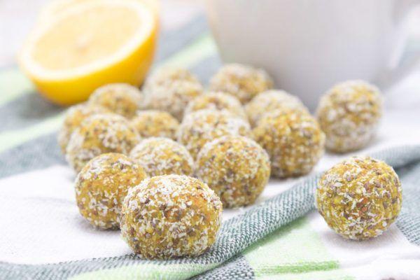 (adsbygoogle = window.adsbygoogle || []).push({});   Les boules d'énergie au citron et curcuma sont riches en arômes d'agrume, curcuma et en graines de chia. Ellesstimulent l'immunité, sont sans sucre raffiné, riches en fibres et en protéines végétales. Elles sont parfaites pour le grignotage quotidien. Les boules d'énergie au citron et curcuma sont ...    Fabriquées avec seulement 7 ingrédients et fait en 10 minutes   Pleines de fibres de haute qualité qui favorisen...