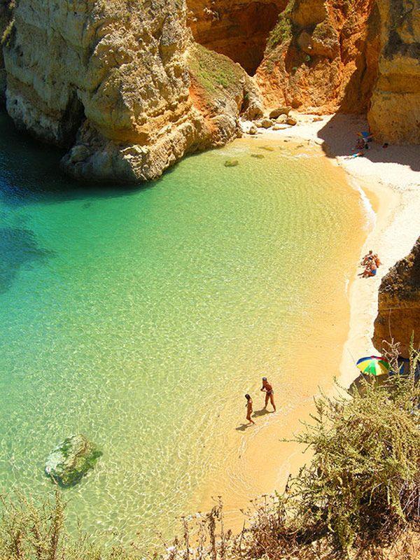 Dona Ana Beach in Algarve, Portugal Hab's auch nicht geglaubt ................  es sieht dort wirklich so aus :-)