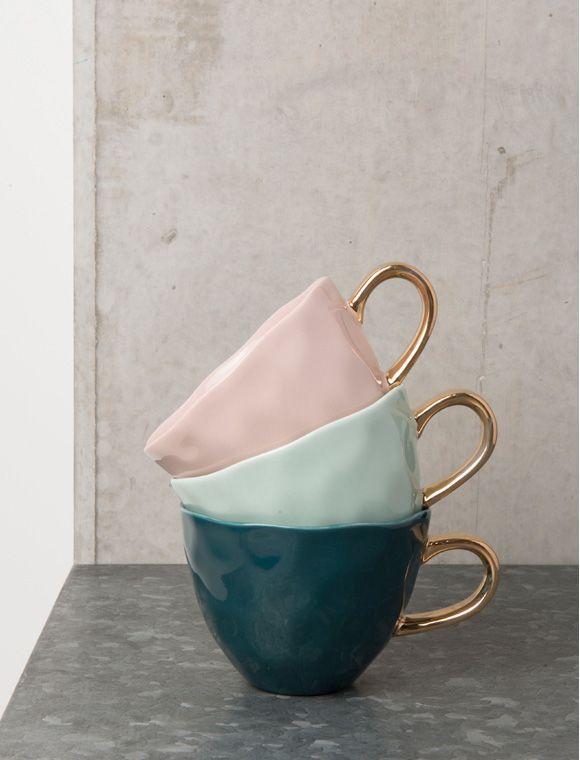 Süße Tasse von UNC aus feinem Porzellan mit goldenem Henkel, in drei verschiedenen Farben lieferbar. Gleich Bestellen!