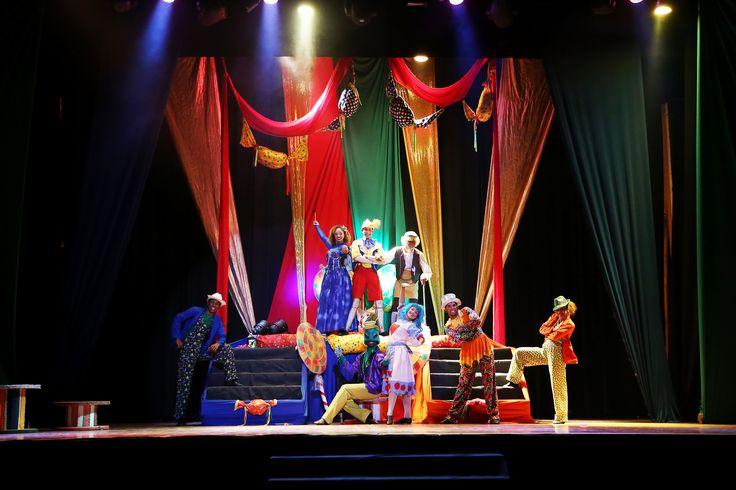 Os shows temáticos do Enotel Porto de Galinhas, que acontecem à noite no Teatro Amália Rodrigues, são encantadores!  http://www.enotel.com.br/default-pt.html #enotelexperience #experienciaenotel #enotel #portodegalinhas #ferias #diversao
