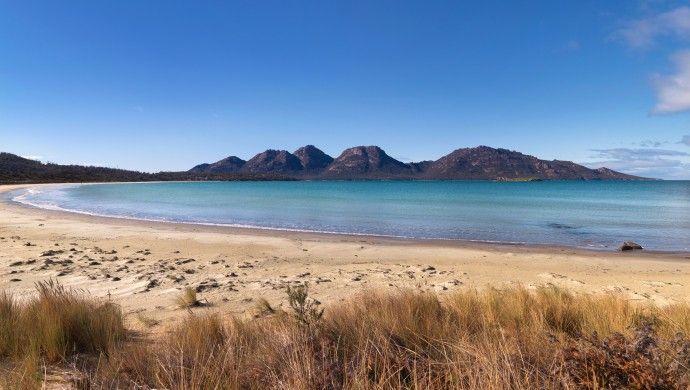 Crystal clear Great Oyster Bay and the Hazard Mountains Coles Bay, Tasmania #Australia #iGottaTravel