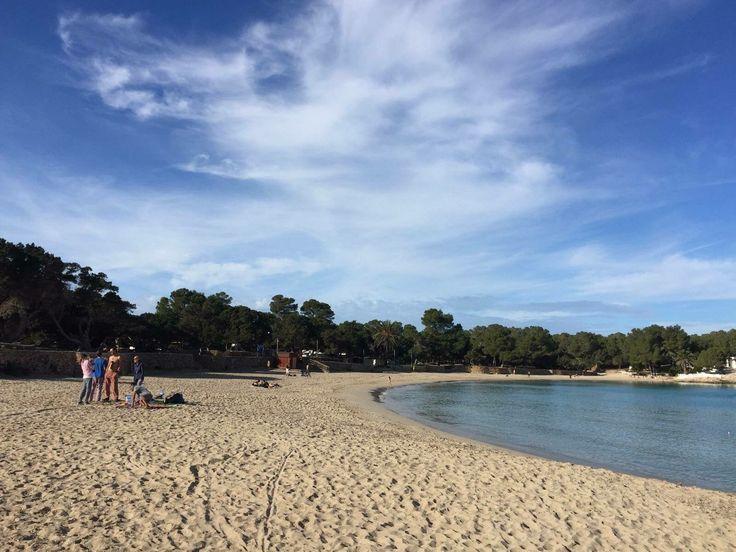 Se acaba el mes de marzo y se acercan los días de sol y de playa. Recuerda que Ibiza es el mejor destino de vacaciones en primavera. March is ending and days of beautiful sun and beach are coming.  Remenber that Ibiza is the best beach travel destination in spring