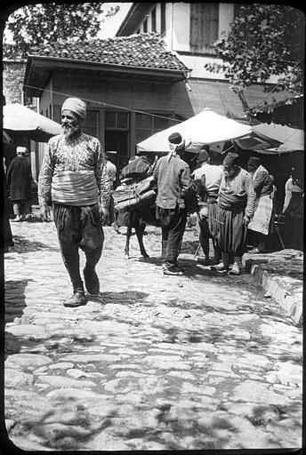 urquie ; Bursa ; Brousse Nom de l'édifice  Nom de l'objet  LégendeDans une rue PhotographeRoy, Lucien (architecte) Date prise vue1908.04