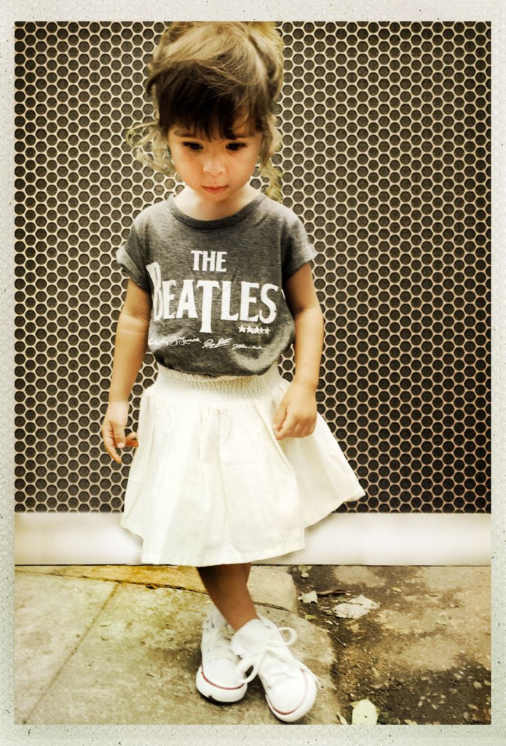 Camiseta Beatles com sainha e all star é show!