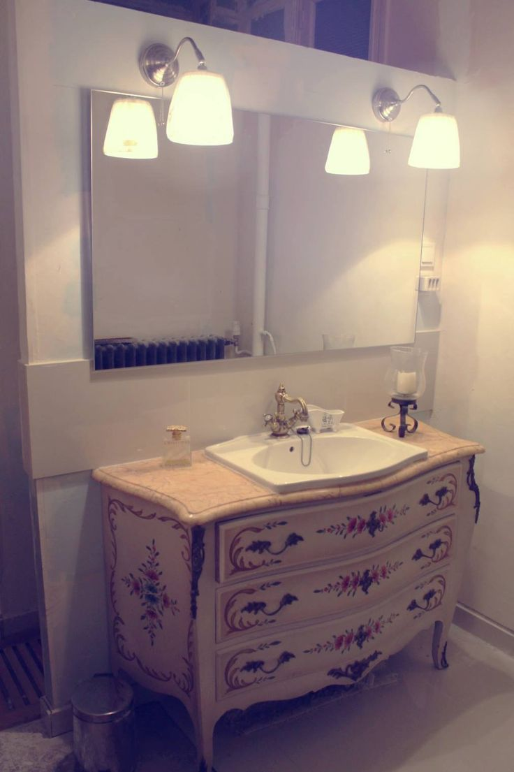 Ancienne commode de campagne revisit e par luminance for Salle de bain cottage