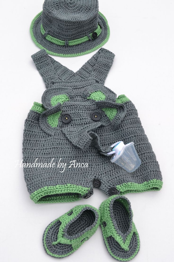 Baby jumpsuit with pacifier