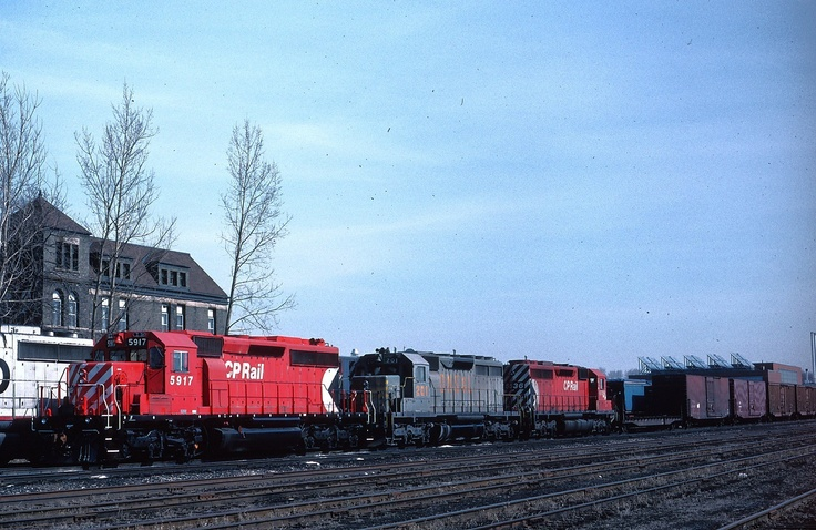 CP Rail Canadian Pacific SD40-2 5917 & QNSL leaser with train - nice action view --- London, Ontario - 1988