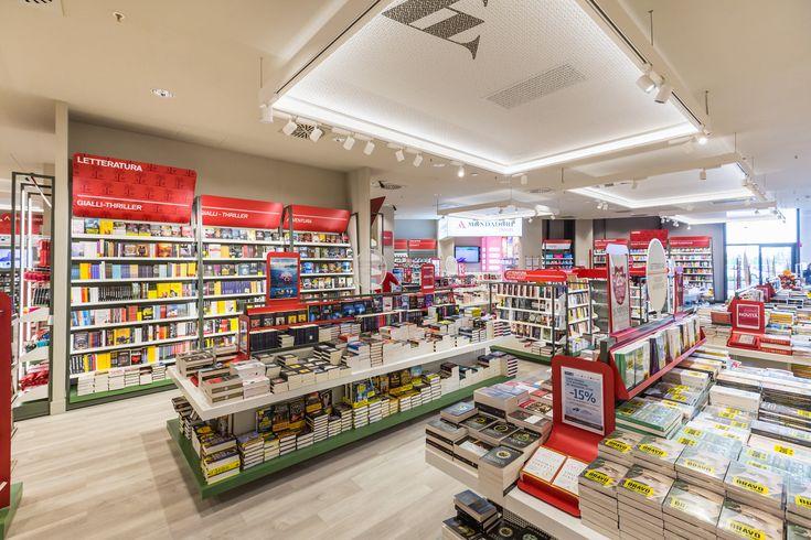 Mondadori Megastore. Shopfittings by Effebi.