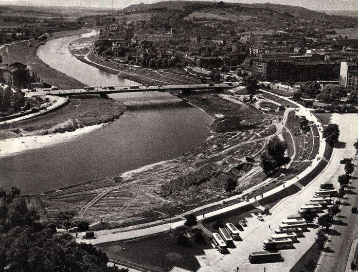 Lata 1960-1964 , Zakole Wisły pod Wawelem. W centrum most Dębnicki.