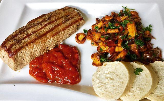 Mal wieder Lammsteak  #barbecue #grillen #grilled #sausage #steak #steaks  #バーベキュー #燒烤 #барбекю#bbcue #grillabend #dinner #dinnertime🍴#grill  #lecker #leckerschmecker #leckeressen#parilla #grilli #μπαρμπεκιου#肉 #沙拉 #香腸  #lamm #pfifferlinge #mushrooms #steak #selfmade #homemadefood #homemade