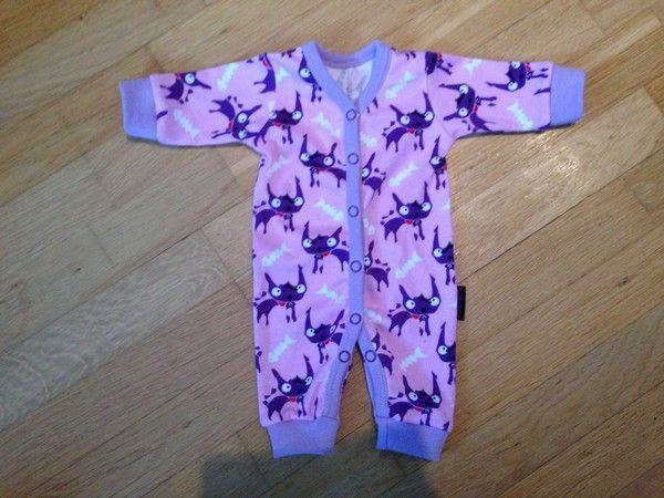 Prematurbarn i Gävle: Mönster på pyjamas och byxor str. 44