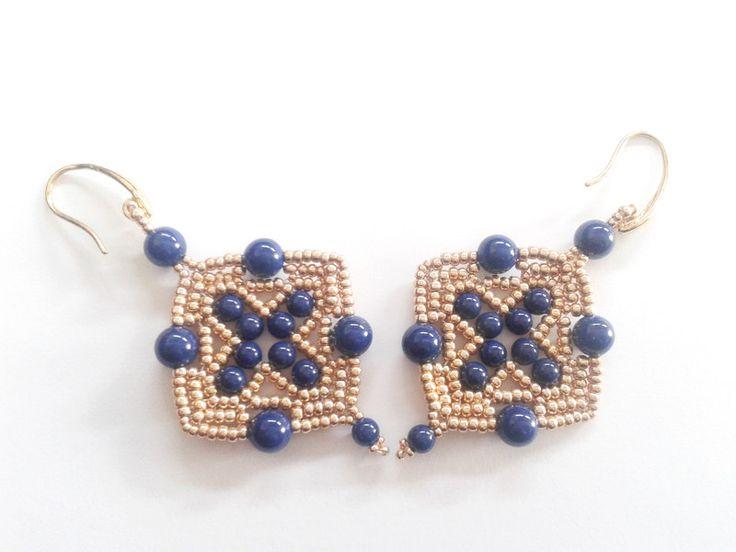 Orecchini dorati - orecchini perle swarovski blu - un prodotto unico di tizianat…