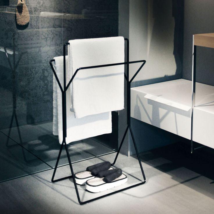 stummer diener und handtuchhalter mit ganz viel stil bad wellness pinterest. Black Bedroom Furniture Sets. Home Design Ideas