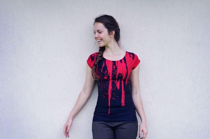 Červeno-černé úpletové tričko