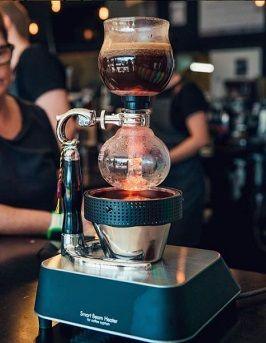 The Syphon Techinca is available in a 2 cup, 3 cup and 5 cup! Make your brewing look extra cool with the Halogen Beam Heater.  Learn how to brew with the Syphon -https://cremacoffeegarage.com.au/syphon-coffee-maker-brewing-guide/ #syphon #siphon #coffee #alternativebrewing